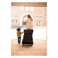 JOOLZ Traveller Kinderwagen Transporttasche fuer DAY und GEO Anwendungsbeispiel Mama mit Kind